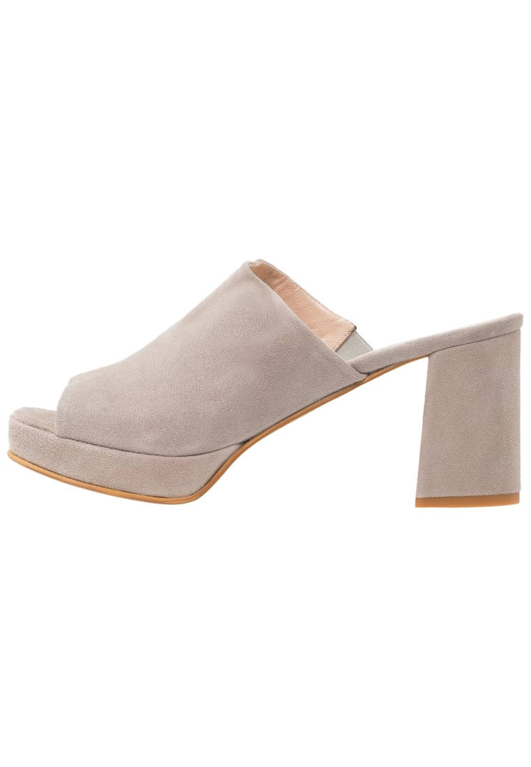 Erika Rocchi Klapki light grey