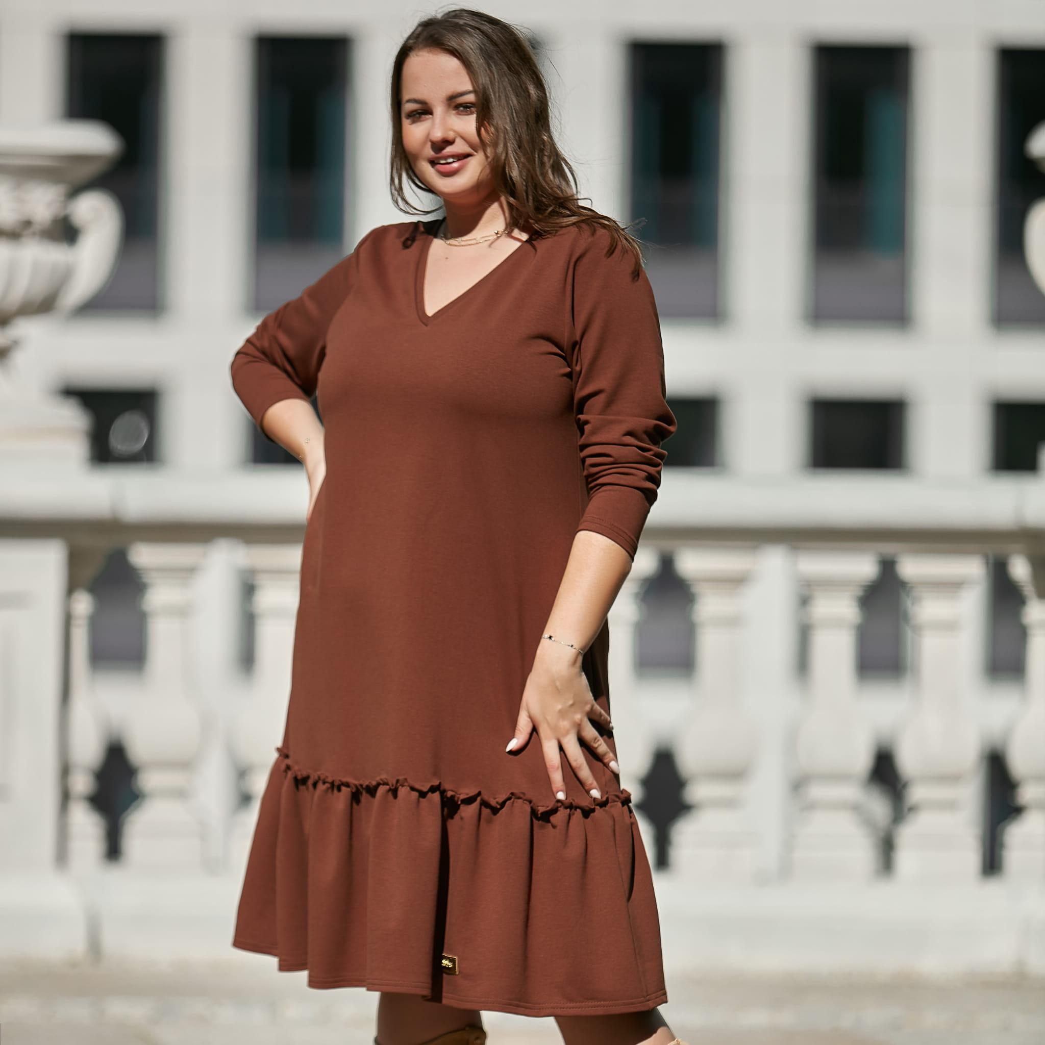 Brązowa sukienka Alicja z falbanką XXL OVERSIZE JESIEŃ rozmiar 52 – Moda Size Plus