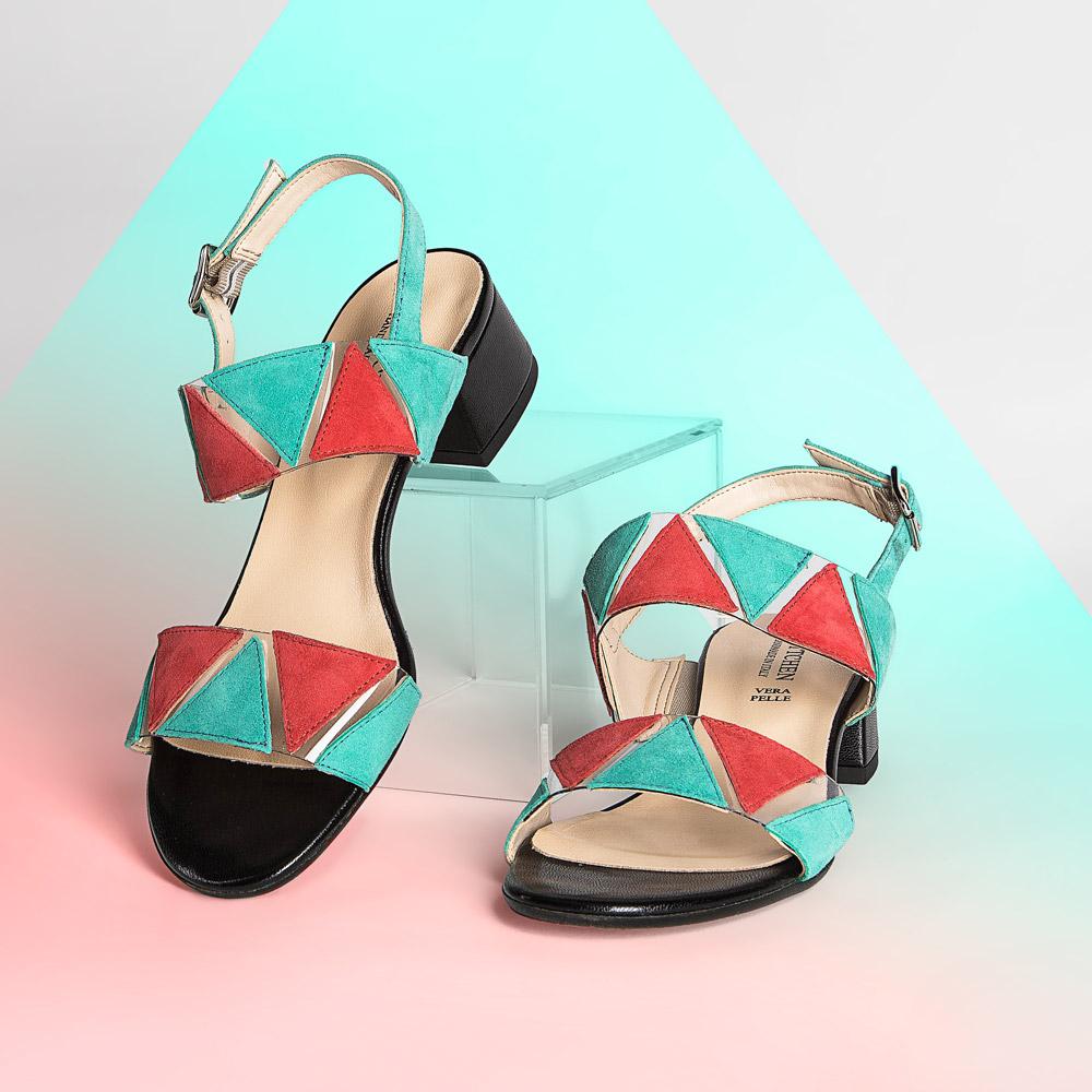 Sandały Sandały skórzane na niskim słupku z kolorowymi wstawkami