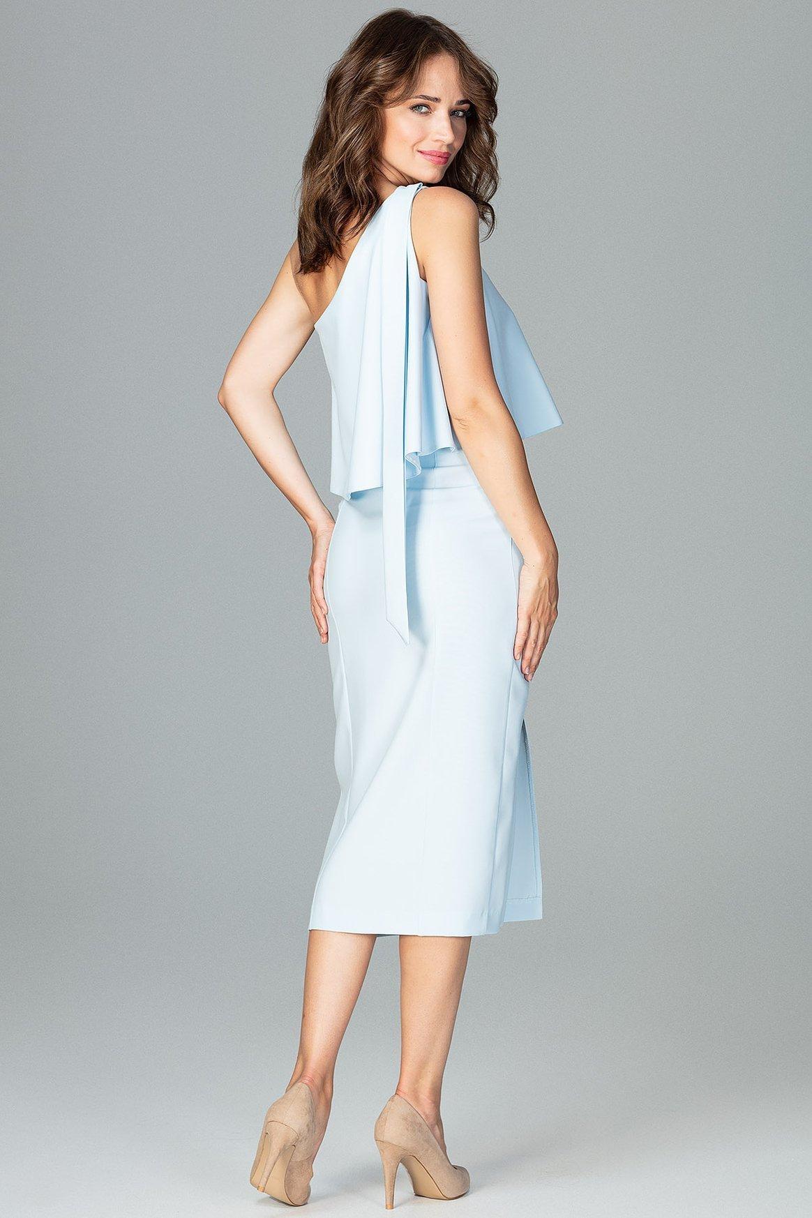 Opis: Koktajlowa ołówkowa sukienka na jedno ramię z falbaną błękitna.