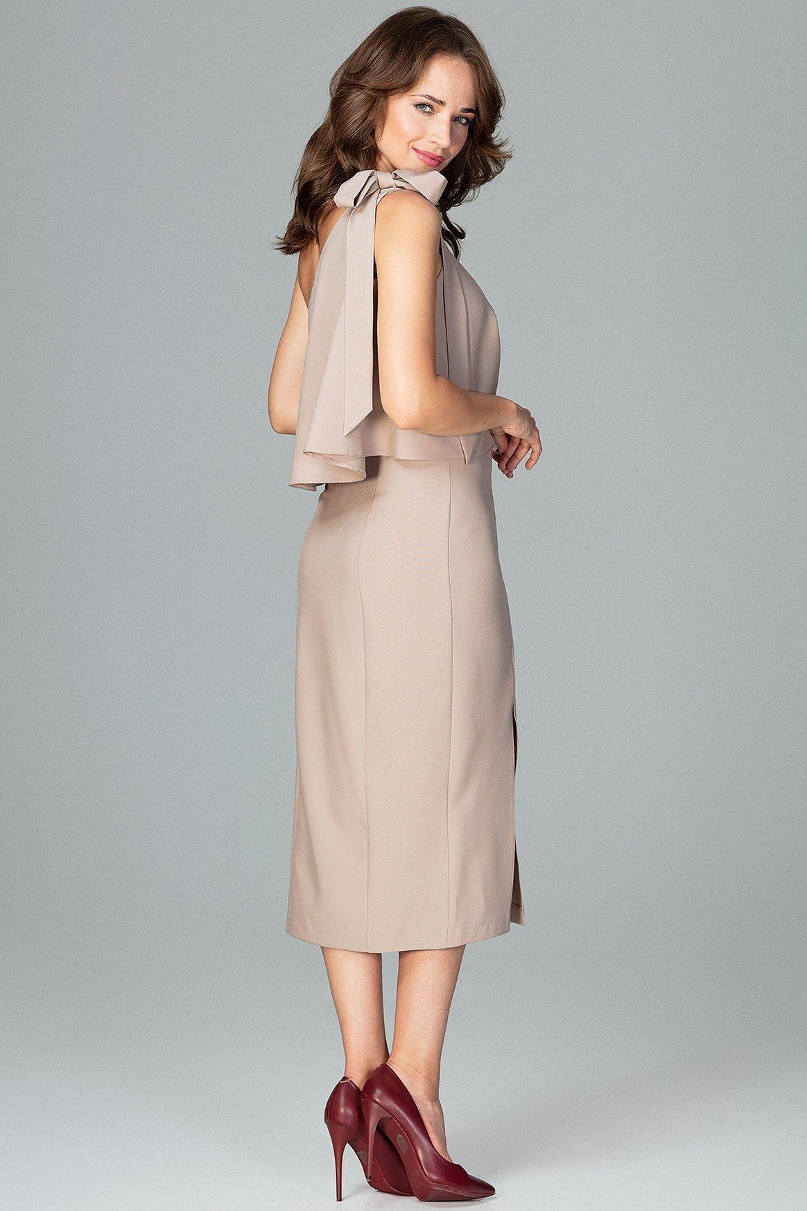 Opis: Koktajlowa ołówkowa sukienka na jedno ramię z falbaną beżowa.