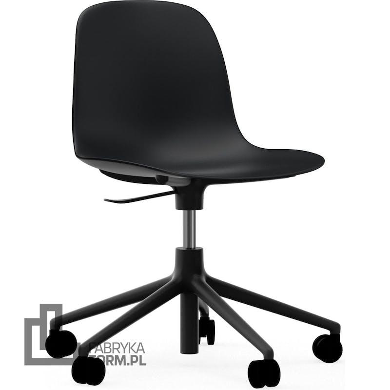 Krzesło na kółkach Form Swivel 5W czarne na czarnych aluminiowych nogach