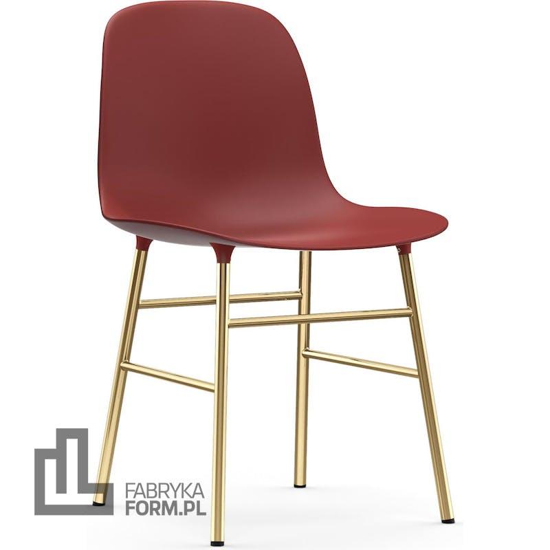 Krzesło Form czerwone na mosiężnych nogach