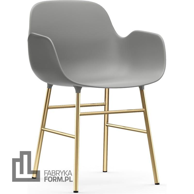 Fotel Form szary na mosiężnych nogach