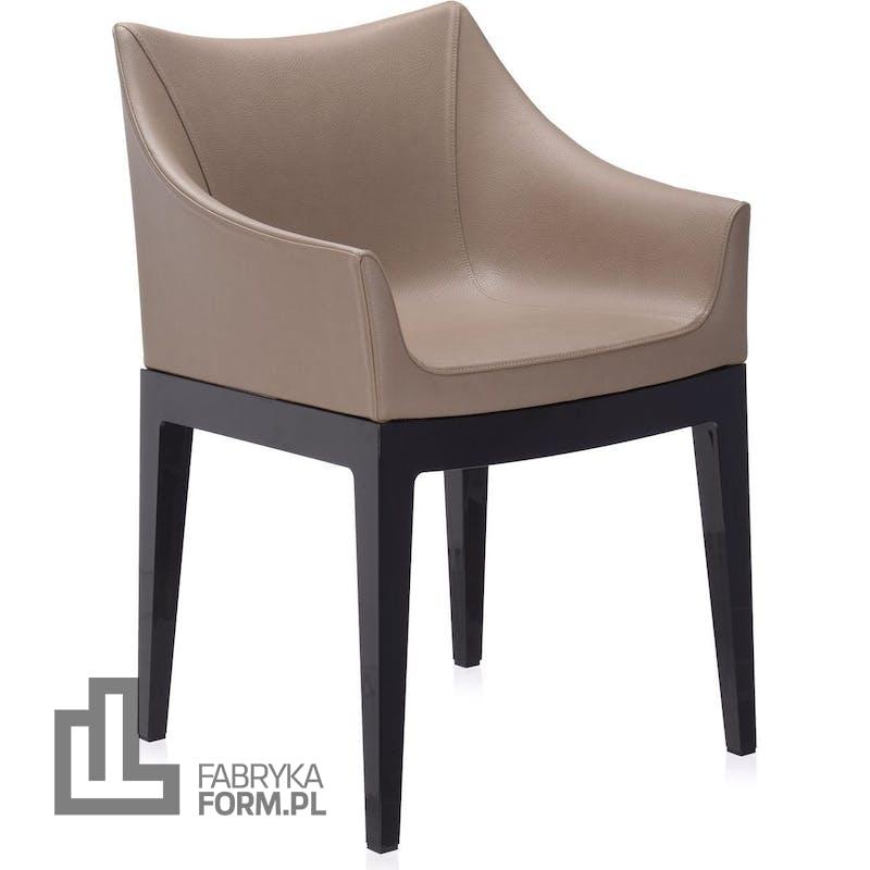 Fotel Madame jasnoszary z czarnymi nogami