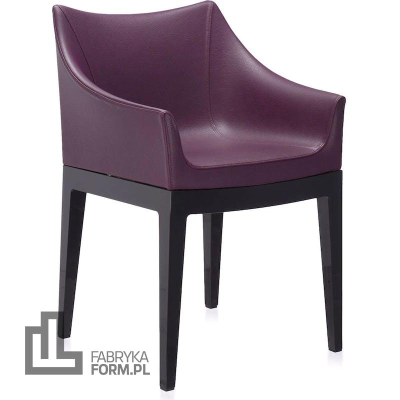 Fotel Madame śliwkowy z czarnymi nogami