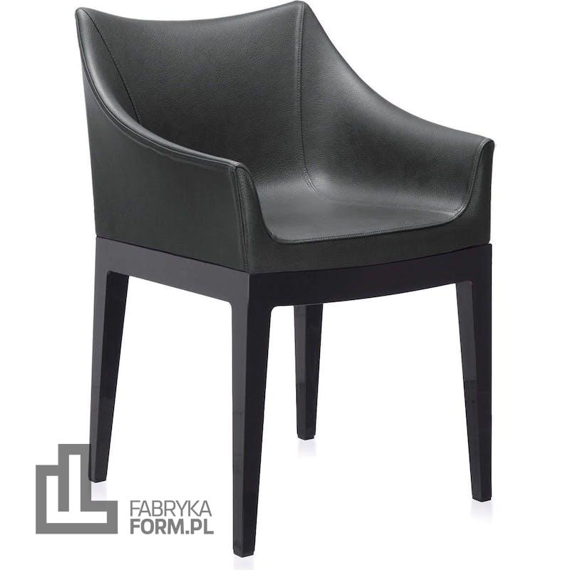 Fotel Madame czarny z czarnymi nogami