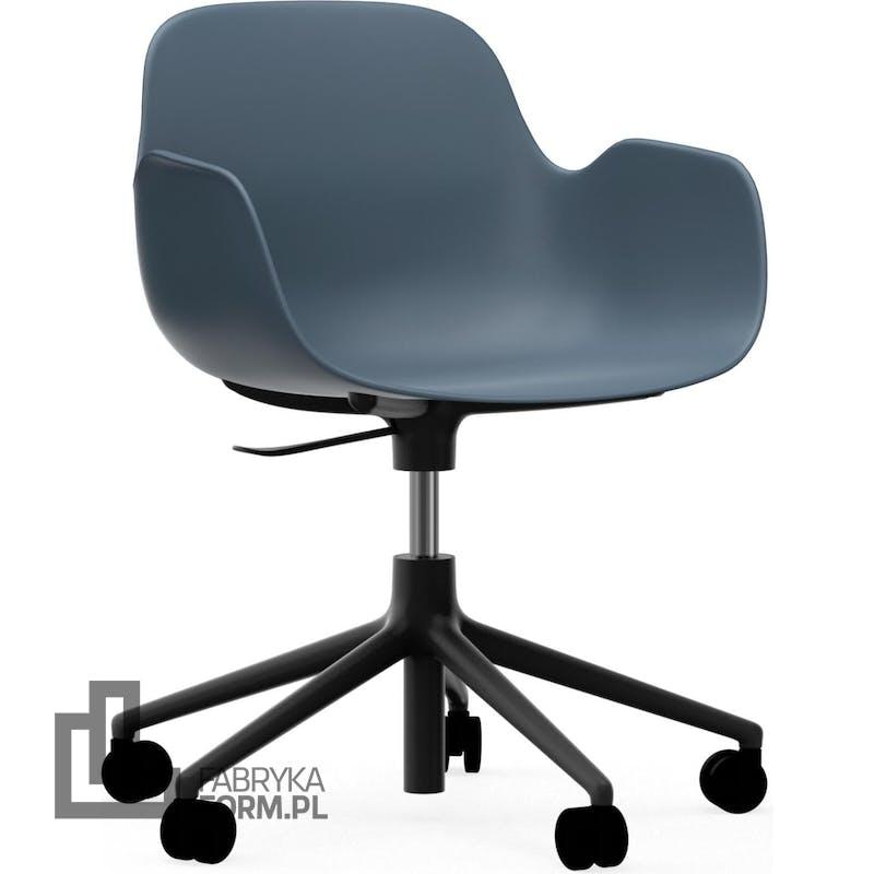 Fotel na kółkach Form Swivel 5W niebieski na czarnych aluminiowych nogach
