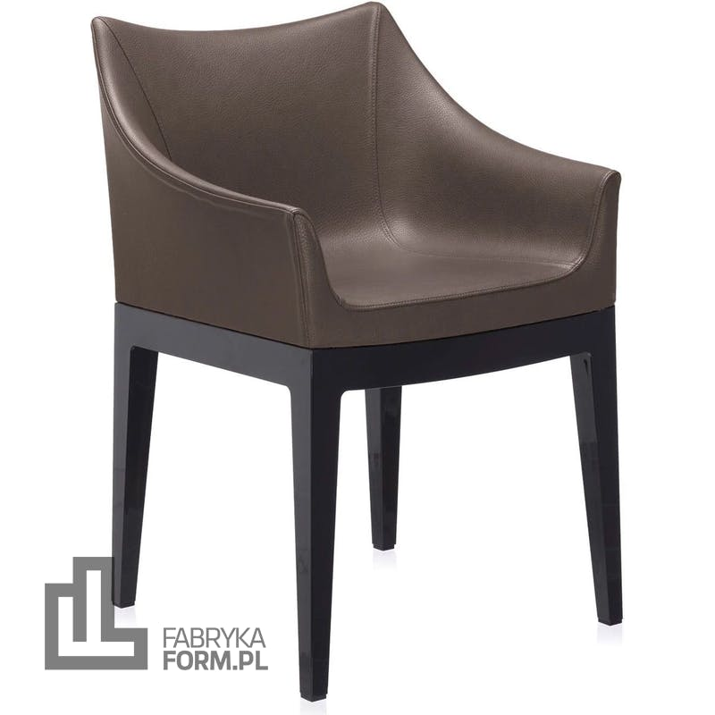 Fotel Madame brązowy z czarnymi nogami