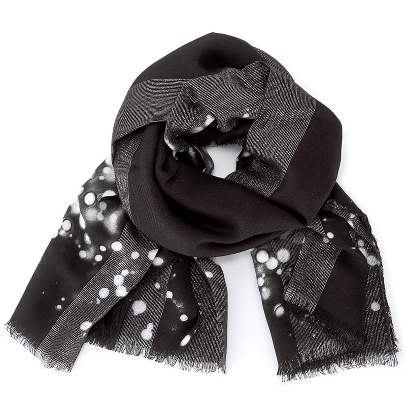 Chusta GUESS - Not Coordinated Scarf AW6720 VIS03 BLA