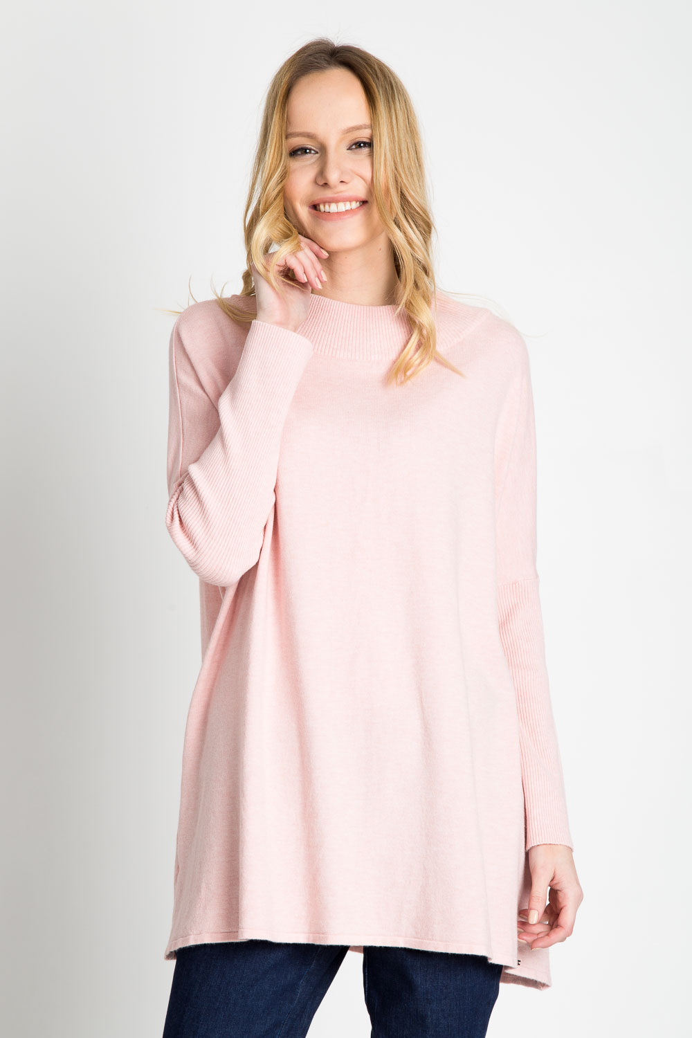 Różowy sweter oversize QUIOSQUE